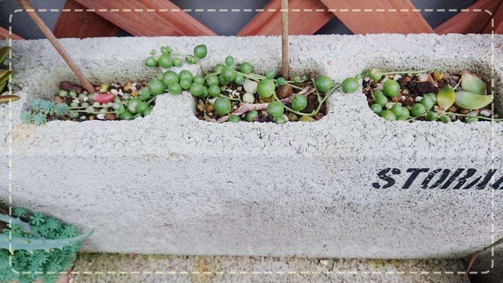 コンクリートブロックグリーンネックレス